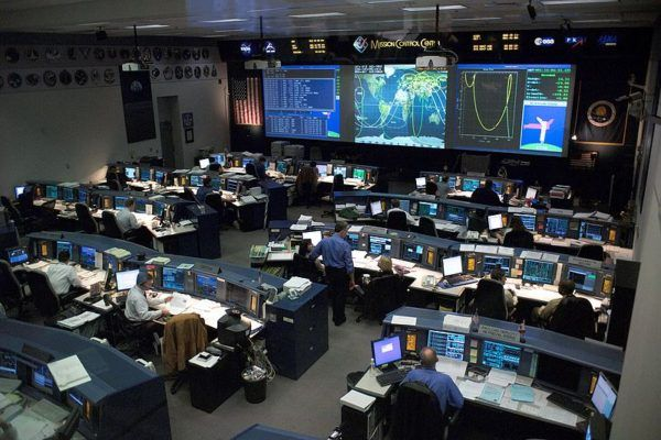 Met dank aan WikiMedia Commons http://commons.wikimedia.org/wiki/File:Mission_control_center.jpg